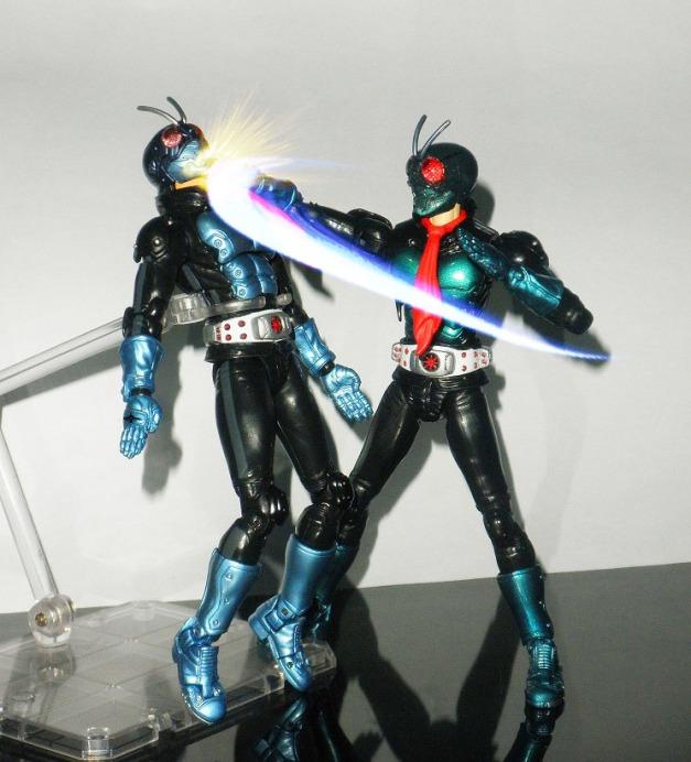 """Ichigo: """"DAMN YOU!!"""" Hopper 1: """"AKH..."""""""