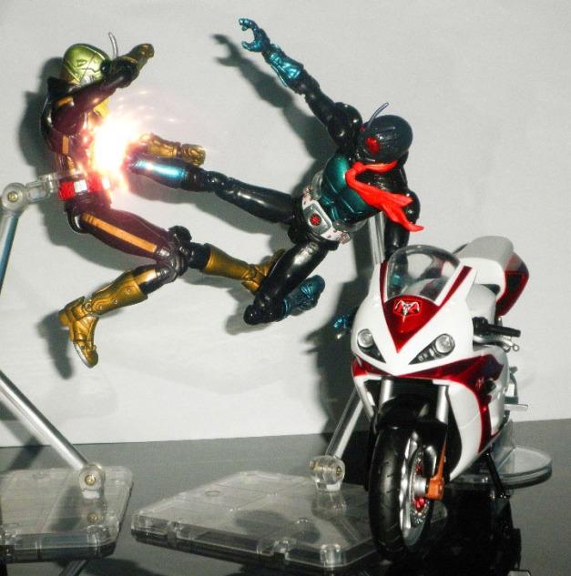 """1Go: """"RIDER KICK!!"""" Shocker Rider 2: """"GWARRRRGGHHHH"""""""