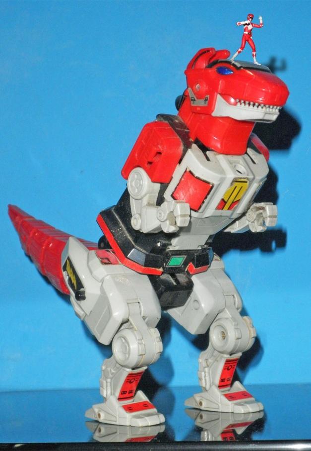 Man... I wish I also got my own Dragon Caesar figure/toy....