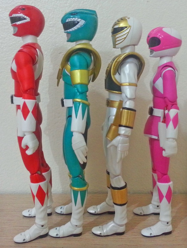 Height Comparison of the US Market or Mighty Morphin Power Rangers counterpart. Photo & figures by Taicanb, thanks alot, mate! :D
