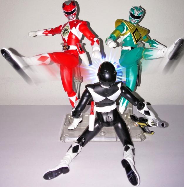"""Red & Green Ranger: """"HEAHH!!!"""" Mammoth Ranger: """"GHUEKH.... What the...."""""""