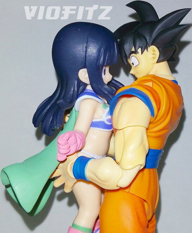 """Gokou: """"Hey, babe! I'm back!"""" Chi-Chi: """"Goku-sa!! Owh, I missed you so much!"""""""
